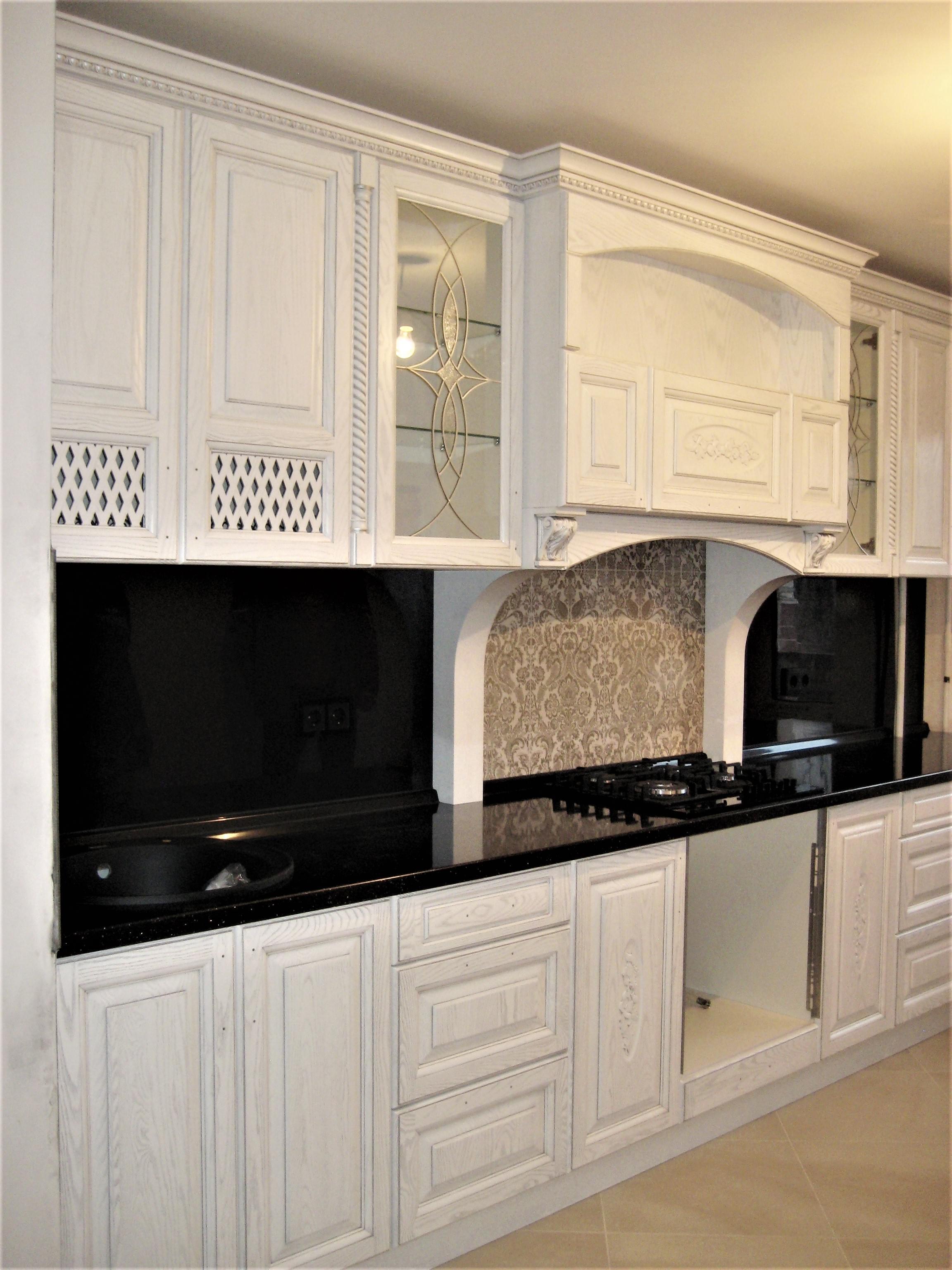 можно назвать кухня белый фасад классика фото человек бросил